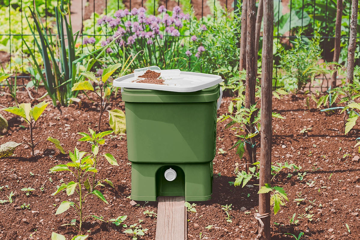 Kuhinjski-kompostnik-Bokashi-Organko-v-olivno-zeleni-barvi