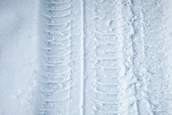 Jutri deset centimetrov snega, najhuje bo ravno v jutranji prometni konici