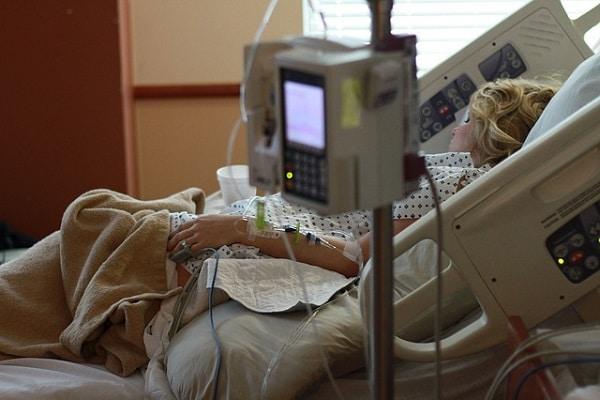 Največ hospitaliziranih in največ umrlih do sedaj!
