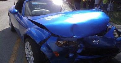 Hudo poškodovan sam poklical policijo in prijavil voznico, ki je pijana povzročila prometno nesrečo in odpeljala!