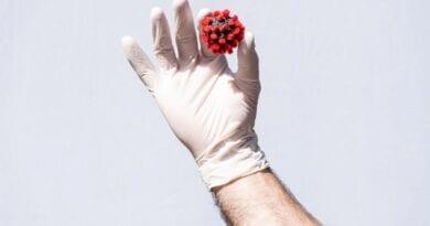 Protibolečinska in protivročinska zdravila ob cepljenju s cepivi proti COVID-19