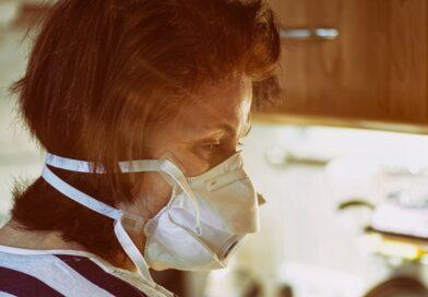 COVID-19: Po vladnih podatkih je v nedeljo umrlo 45 covidnih bolnikov!